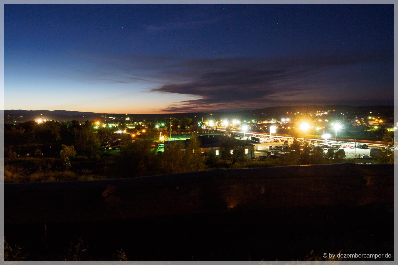 Lander bei Nacht