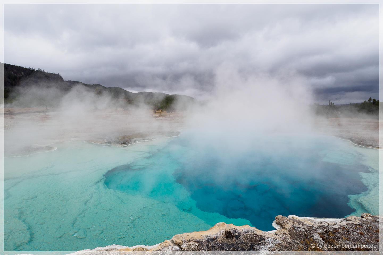 Yellowstone NP - Sapphire Pool